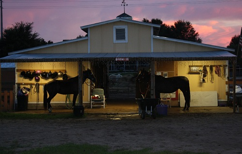 outdoor-lighting-for-barns-and-stables