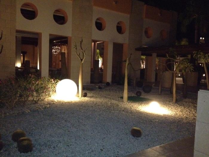 illuminated-globes-outdoor-lighting