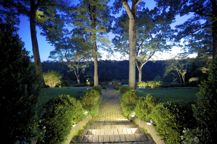 Inaray-backyard-lighting-ideas
